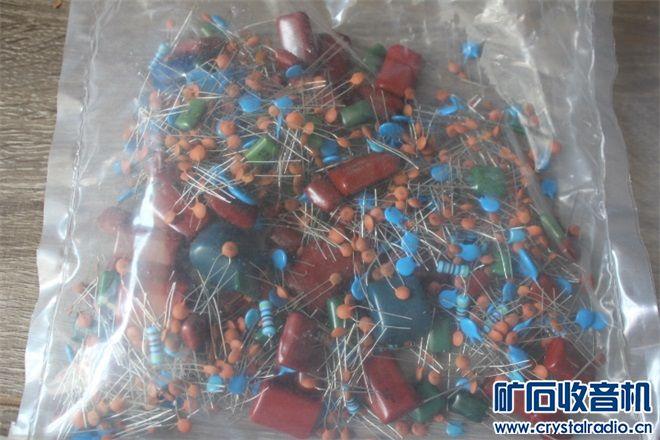 电容杂件包,以电容为主,混杂有电阻等,一包200克,10元2包