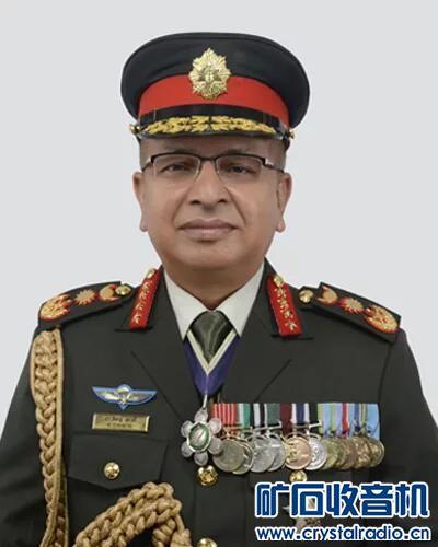 佩戴尼泊尔王国崇高廓尔喀达柯西娜巴呼勋章的尼泊尔军人C.jpg